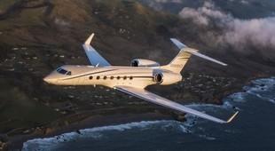 Gulfstream G550 in flight