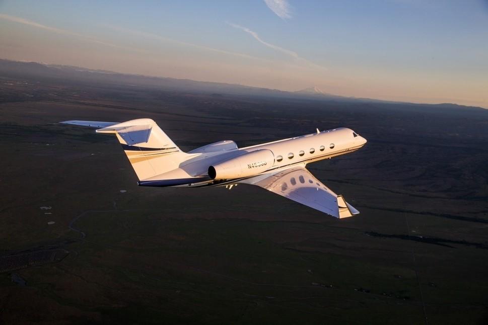 Gulfstream G450 business jet