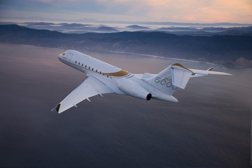 Bombardier Global 5000 in flight