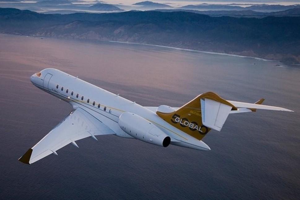 Bombardier Global 5000 Flying