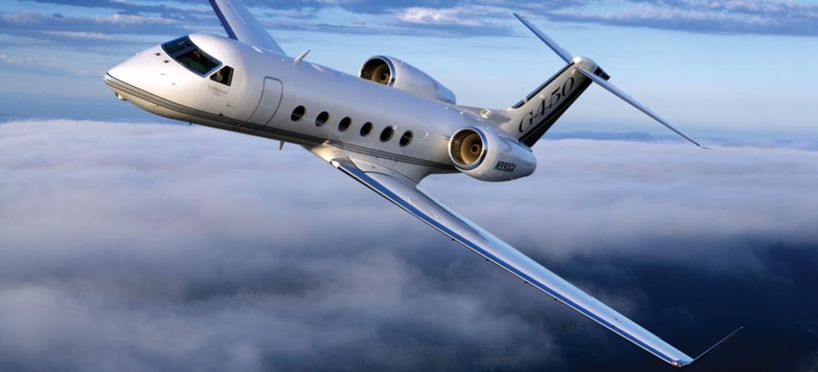 Gulfstream G450 mid air