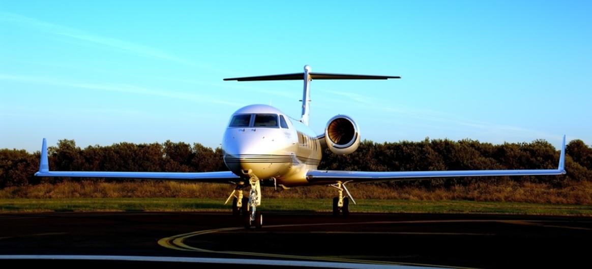 Gulfstream G450 on tarmac