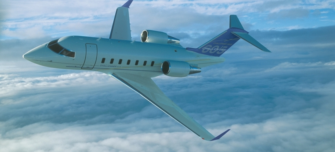Bombardier Challenger 605 flying
