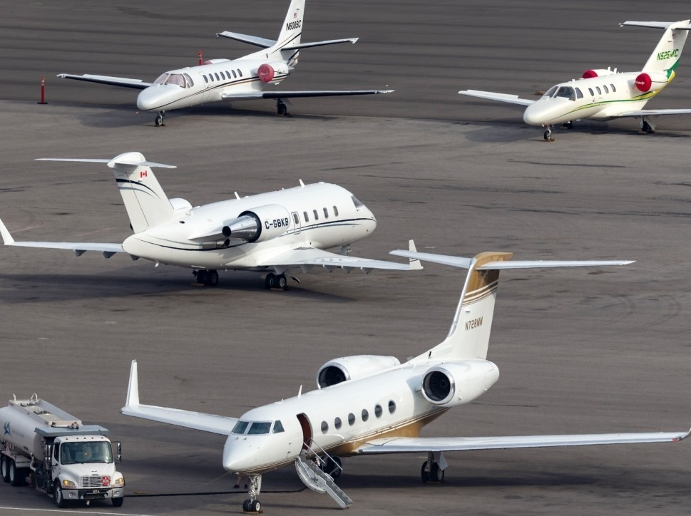 Gulfstream refuels on airport ramp surrounded by other private jets