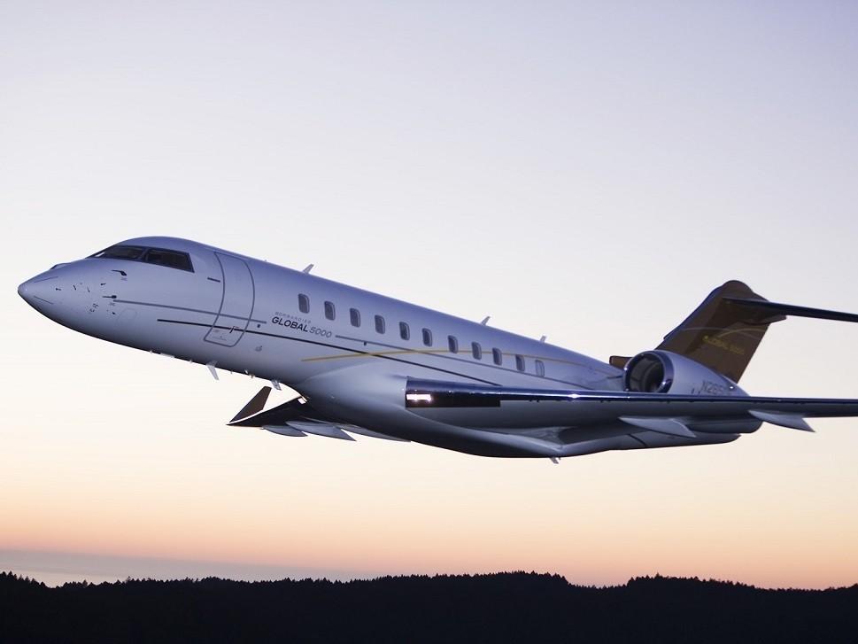 Bombardier Global 5000 private jet in-flight