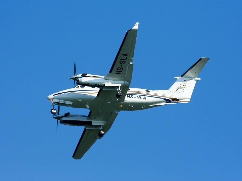 Beechcraft King Air 350 flying overhead