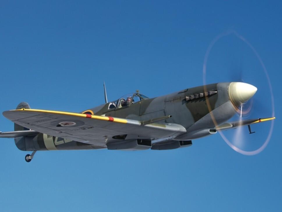 Spitfire MH415 in-flight