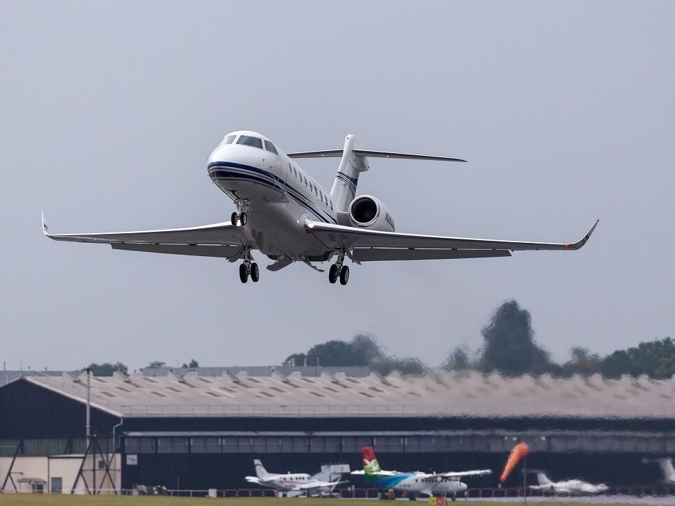 A Gulfstream G280 taking off