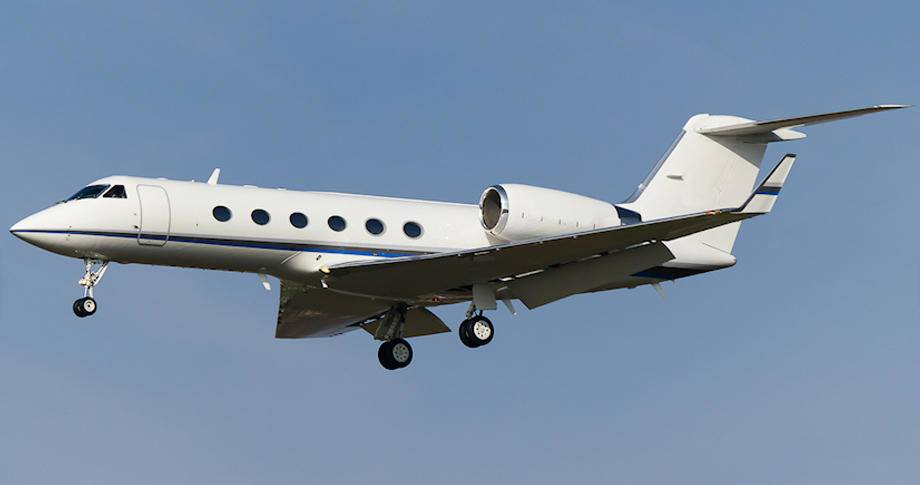 2001 gulfstream IVSP in flight side view with landing gear down clear blue sky