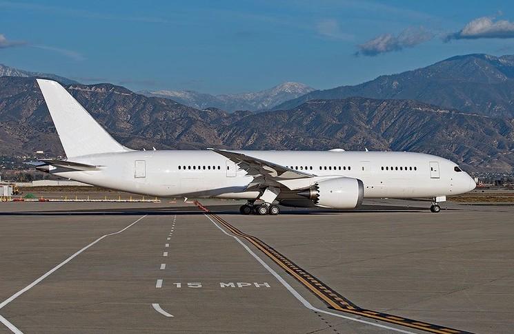 Boeing 787-8 Exterior