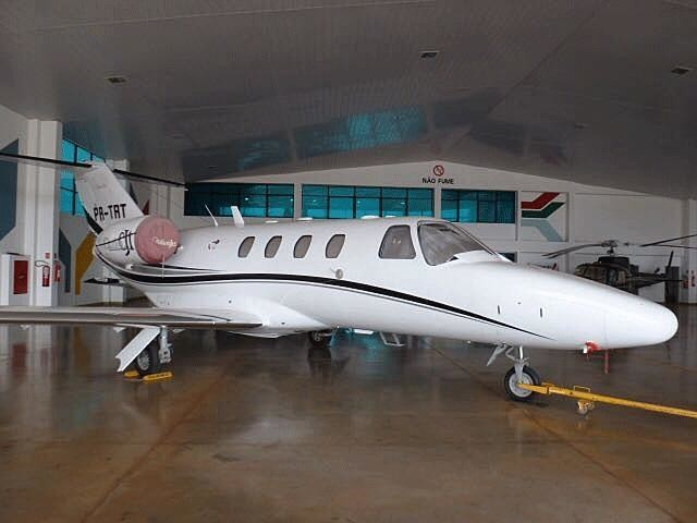 2002 cessna citation cj1 white fuselage with black and silver accents