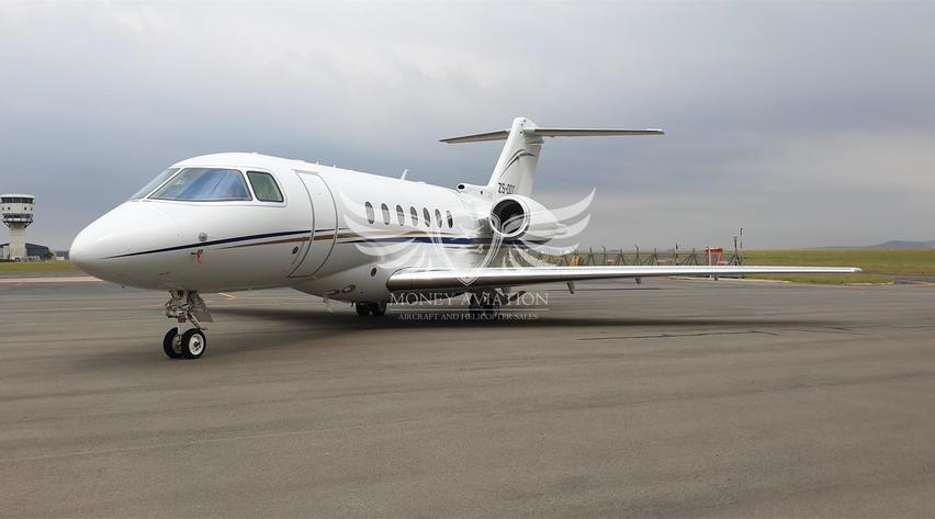 2005 hawker beechcraft 4000 parked on runway apron