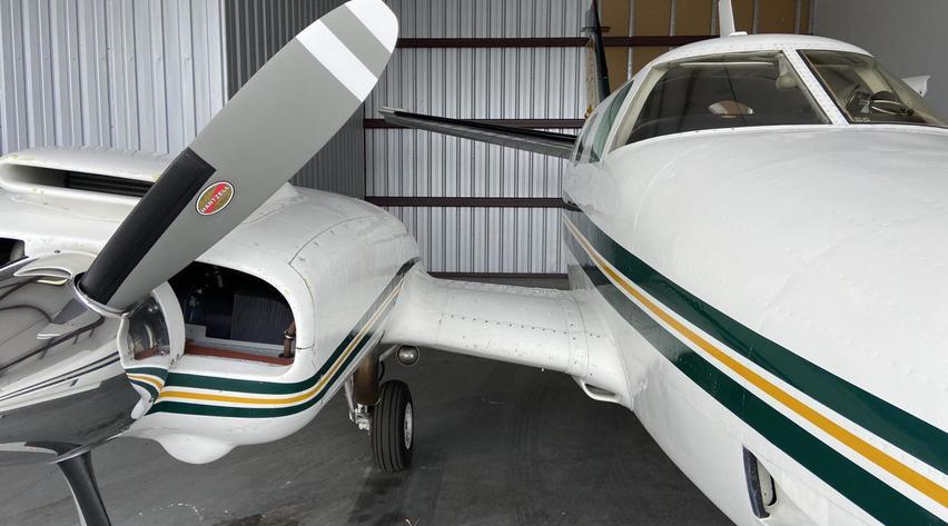 Beechcraft A60 Duke Exterior