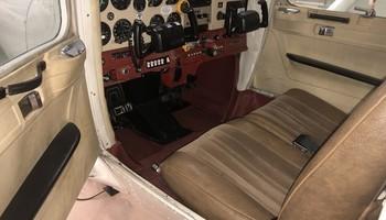 1978 cessna 152 II cockpit