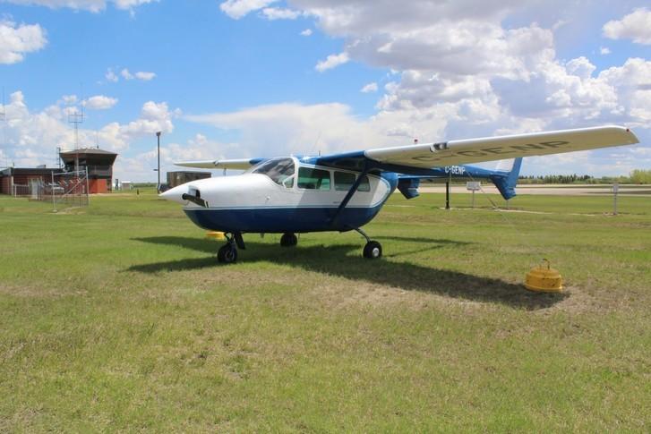 Cessna 337 Exterior