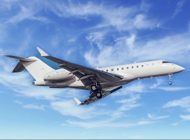 Bombardier Global 5000 In the sky