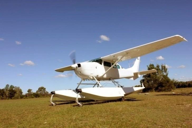 Cessna 206 Exterior