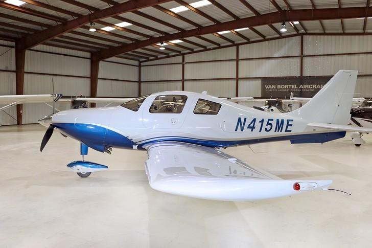 Cessna 400 Exterior