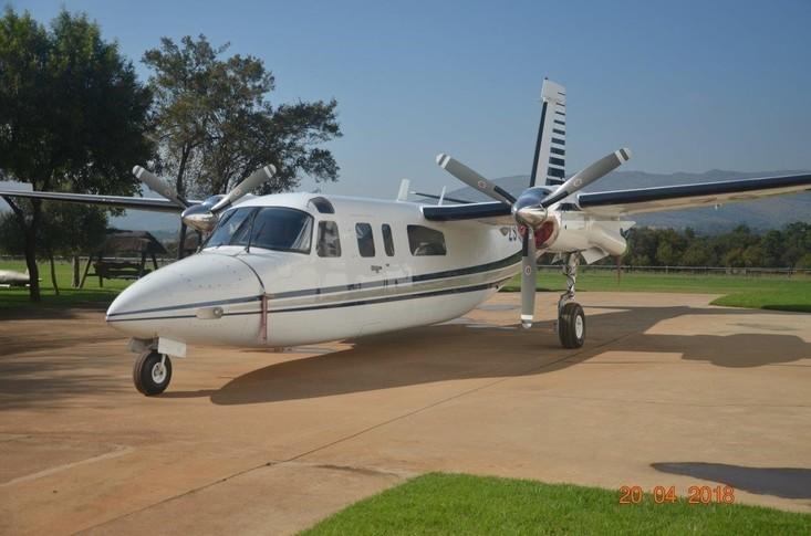 Aero Commander 690 Exterior