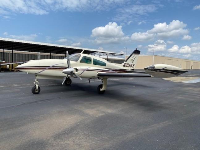 Cessna 310R Exterior