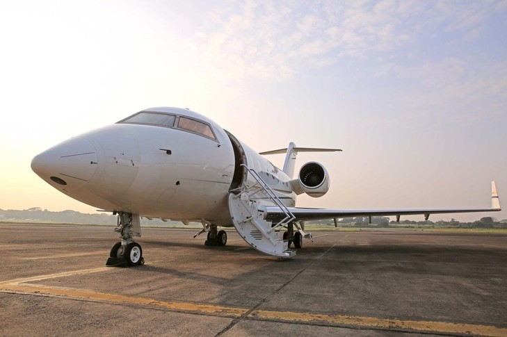 Bombardier Challenger 605 Exterior