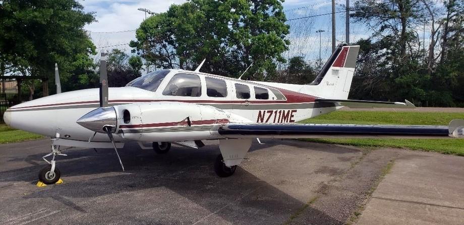 Beechcraft 58P Baron Exterior
