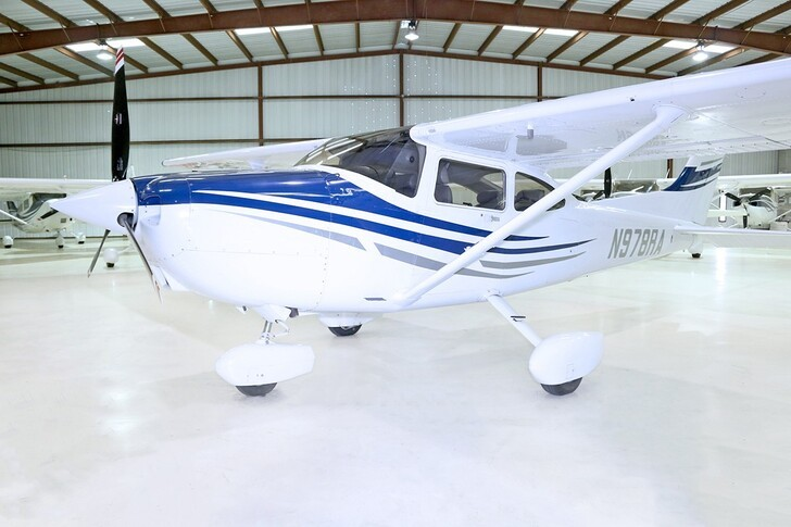 Cessna 182S Skylane In Hangar