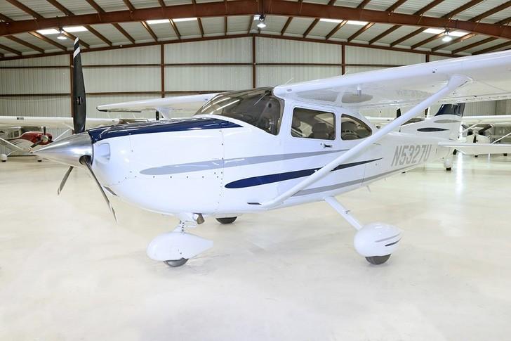 Cessna TR-182 Turbo Skylane Exterior