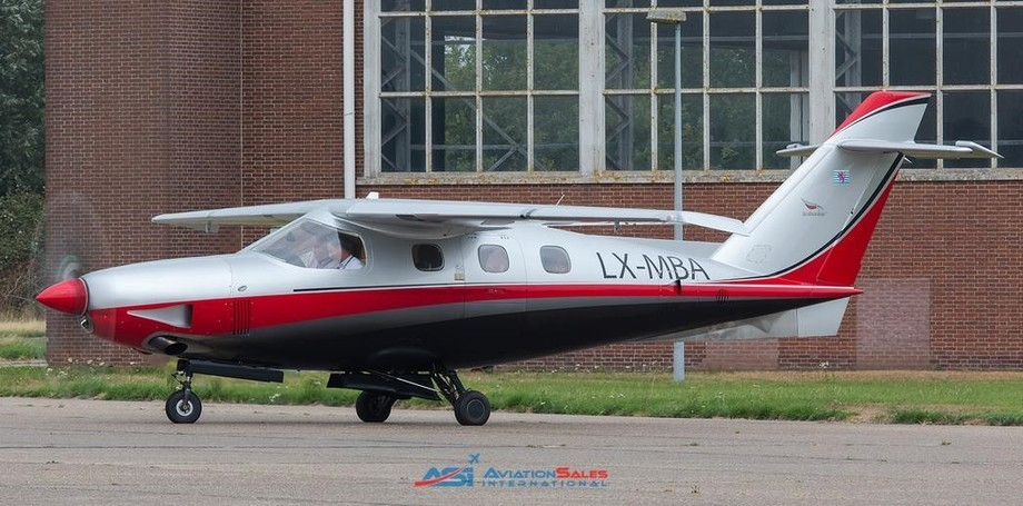 Extra Aircraft EA 500 Exterior
