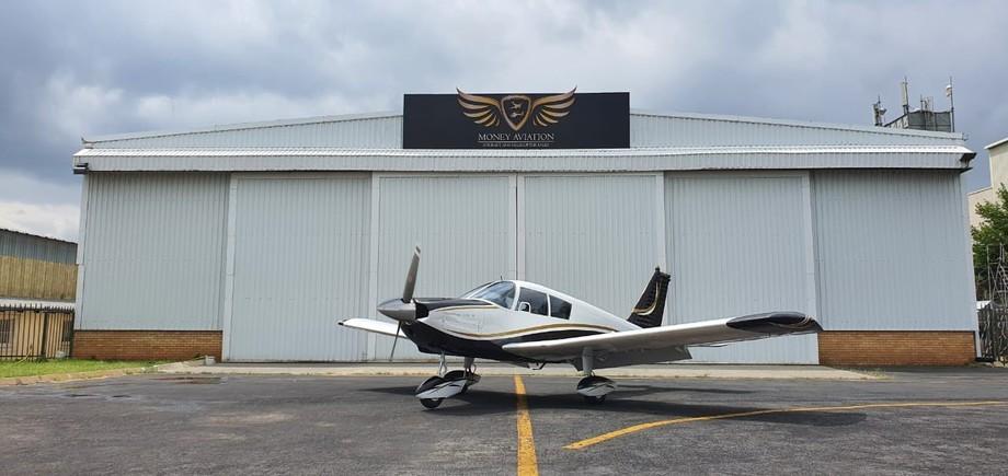 Piper Cherokee 235 Exterior