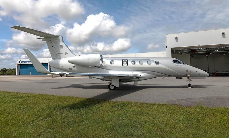 Embraer Phenom 300E Exterior