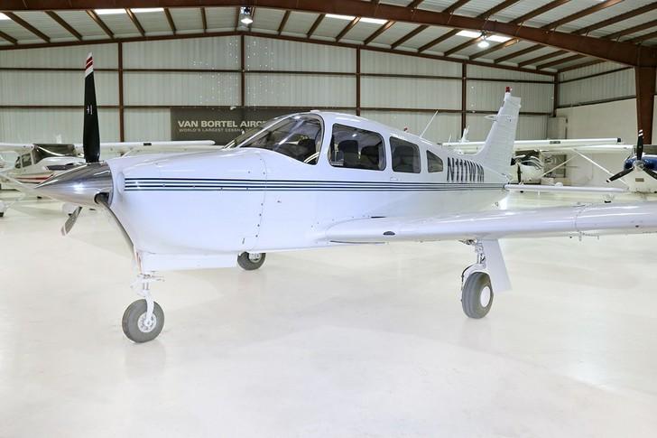 Piper Arrow III Exterior