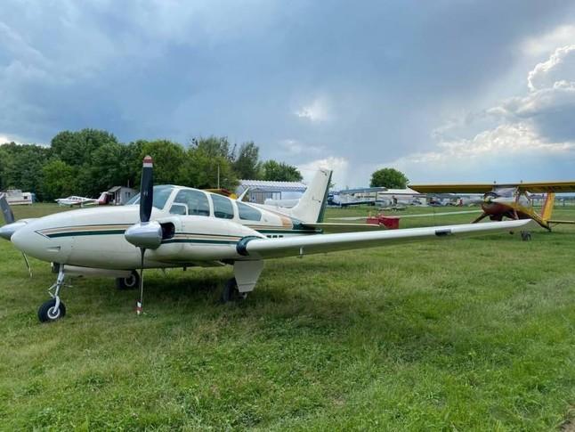 Beechcraft A55 Baron Exterior