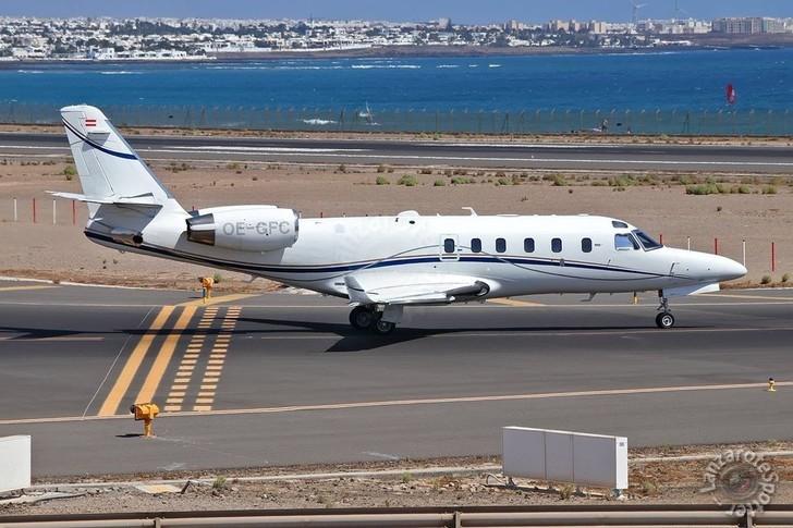 Gulfstream G100 Exterior