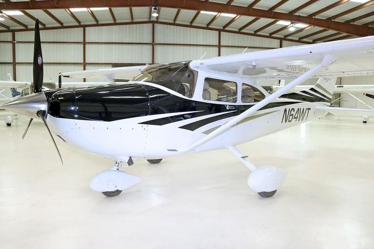 Cessna T182 Turbo Skylane In Hangar