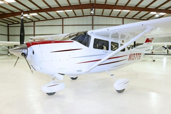 Cessna Turbo 206H Stationair In Hangar