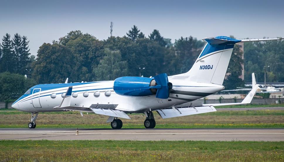 A Gulfstream GIV-SP arrives in Kiev, Ukraine
