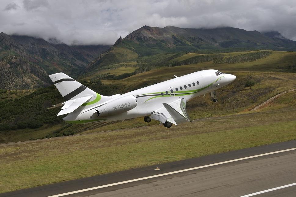 Dassault Falcon 2000S private jet taking-off