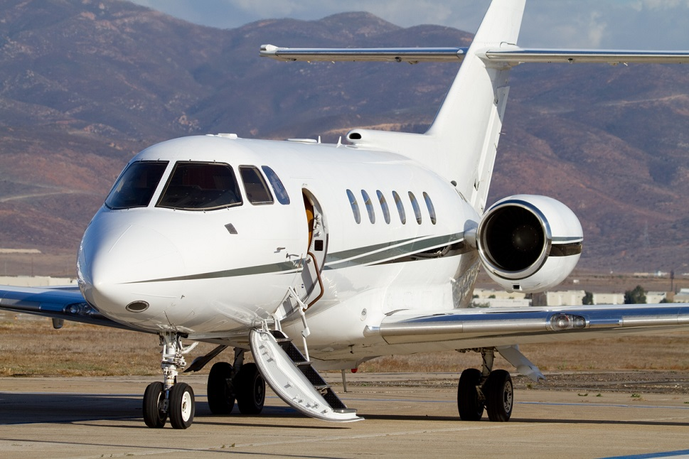 Hawker 800XP with open cabin door waits for passengers