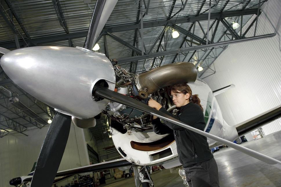 PT6 engine maintenance on a Pilatus PC-12