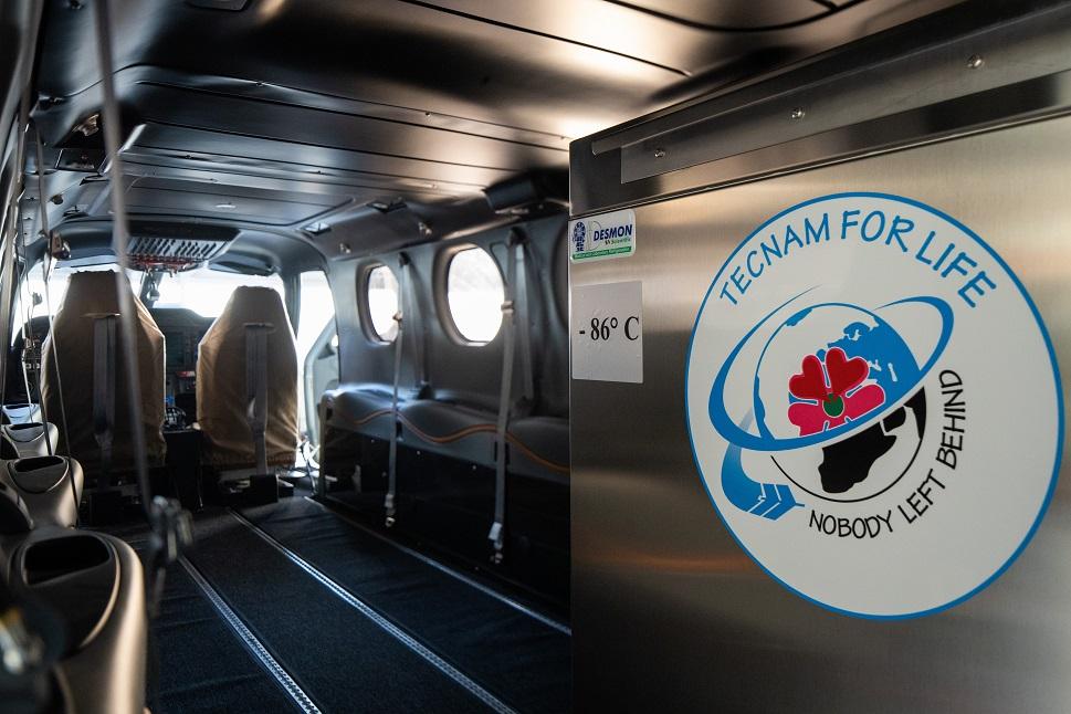 The Desmon ultra-low temperature freezer on the Tecnam P2012