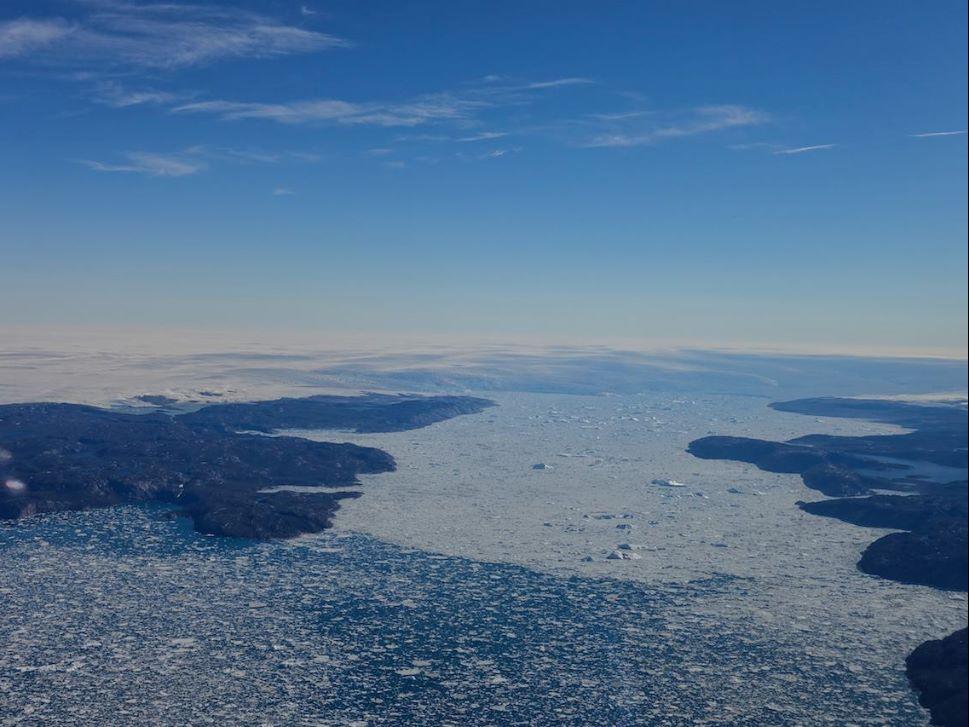 Cirrus SR22 Flies over Icy North Atlantic