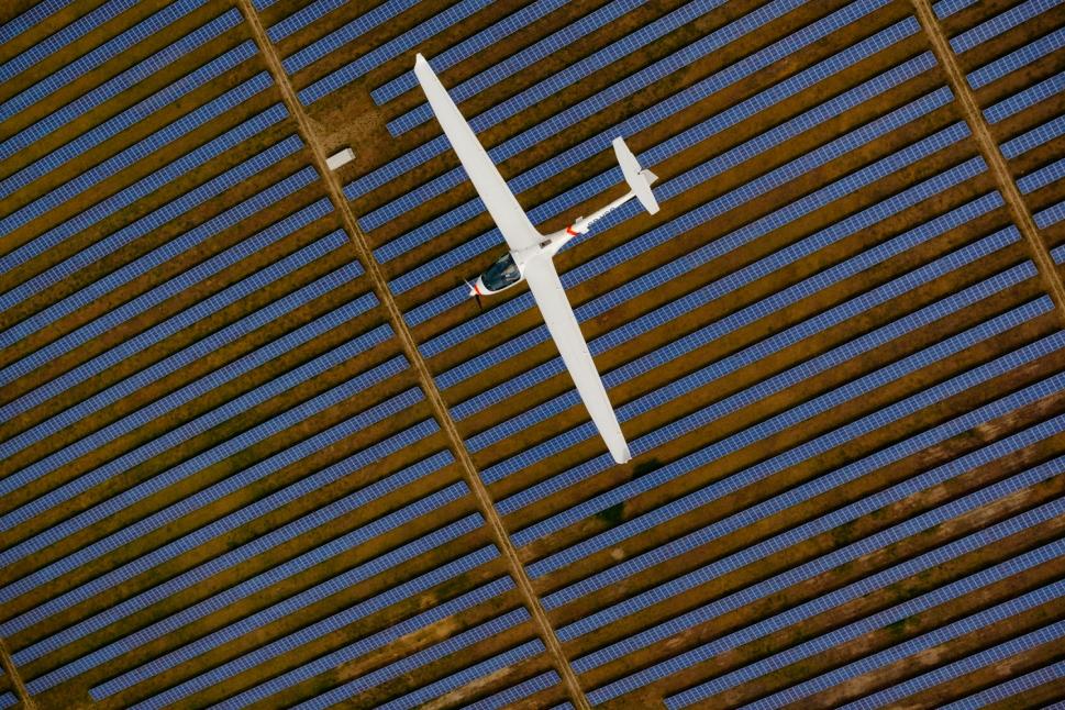 Ecarys ES15 flies over solar panels in field