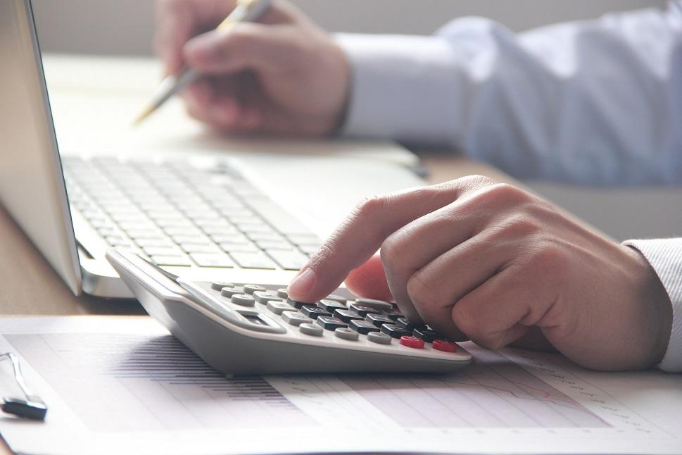 Airplane appraiser summarizes a valuation report